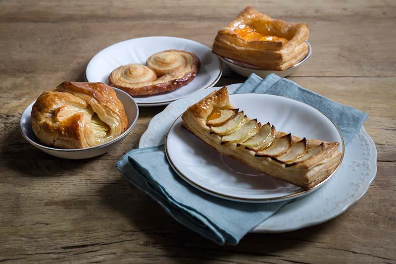 Danesi e paste sfogliate farcite con frutta fresca del Panificio Alinovi: la colazione a Parma Collecchio e Ozzano Taro.